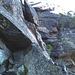 Une autre pierre, probablement d'une tonne, en équilibre.