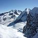 Vor dem E Zwilling: von rechts Roccia Nera, Liskamm über dem Zwillingsgletscher, sowie Signalkuppe, Zumsteinspitze, Dufourspitze und Nordend über dem Grenz- und Monte Rosagletscher