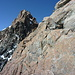 Schöne Kletterei am 2. Aufschwung des Mittelgipfels, links der 3. Aufschwung mit dem Kamin links