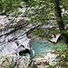 """La passerella presso Za Otoki permette di ammirare alcune delle """"marmitte"""" formate dall'Isonzo."""