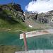 Hinter der Oresteshütte ladet dieser klare Bergsee zum erfrischenden Bade