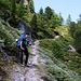 André im steilen Bergweg nach etwa 600m Aufstieg auf unterhalb vom Grathorn.