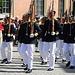 Parade vor der Wachablösung zur Mittagszeit am königlichen Schloss.