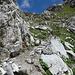 brüchiges Weglein im steilen Gelände unter dem Firner Loch