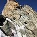 steiles Gelände im Abstieg unterhalb des Gipfels