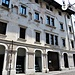 La sede della Biblioteca di Udine in via Bartolini con resti di affreschi e delle precedenti aperture.