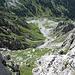 Der Abstieg von der Lücke hinunter ins Tal ist wegen des vielen losen Materials beinahe so anstrengend wie der Aufstieg.