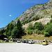 Beim offiziellen Parkplatz, mit Sicht zum Klettersteig.