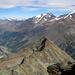 In der Bildmitte das Mittaghorn (3143m), am Horizont Fletschhorn, Lagginhorn und Weissmies