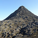 Der Piquinho, der Gipfelkegel, kann auf keinem Foto gut rüberkommen, dazu fehlt der Vergleich mit der Umgebung. Vom Kraterrand sieht er abschreckend aus, aber je näher man kommt, umso mehr legt sich das Gelände in die richtige Optik zurück.