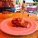 <b>Oggi ci sono le lasagne: la forte affluenza di viandanti fa sì che in poco tempo siano esaurite. Sono stato uno degli ultimi fortunati a poterle gustare.</b>