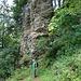 Ein Felsturm der Ornenwand im Abstieg nach Braunwald
