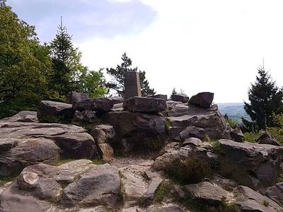 Lippische Velmerstot mit Felsformationen. © dasMue