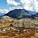 """Rocce montonate, il toponimo di """"Ghiacciaione"""" del passo sotto cui si trovano queste rocce ha una ragion d'essere, nonostante ormai di ghiaccio non vi sia più traccia."""