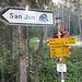 Start an der Haltestelle  San Jon Hier zunächst in nordöstlicher Richtung annähernd eben zunächst am Reitstall San Jon vorbei danach sogar leicht abfallend insgesamt rund einen Kilometer, dann zweigt der Aufstiegsweg nach rechts ab