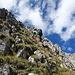 [u Tobi] im Abstieg vom Südgrat in die steile Grasflanke
