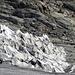 Schräg - Unter diesen Tüchern versteckt sich die Eishöhle des Rhonegletschers