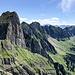 Der Gamsberg mit seinem kühnen Westabsturz sowie die Alvierkette vom Sichelchamm aus