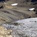 """Eis des St. Annafirns - und unten der """"Gletscher 2.0"""" (mit Schneedepots hat man eine recht grosse Schneemenge über den Sommer gebracht)"""