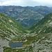 Im Vordergrund der kleine Laghetto d'Orgnana, die markante Bergspitze im linken Bildteil ist der Poncione d'Alnasca (2301m)