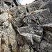 Gleich im unteren Felsabschnitt wich ich einmal kurz nach rechts aus und stieg in einem Kamin wieder zum Grat hinauf.