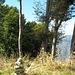A quota 1440 metri circa ecco l' ometto in pietra, da me eretto, in direzione di Porlezza.  Venendo dall' Alpe di Lenno la bollatura, ritratta in foto, non è proprio visibilissima...