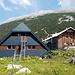 Nach etwa 3.5h erreiche ich um die Mittagszeit die Hesshütte (1699m). Wenigstens ist es hier nicht mehr ganz so heiß wie im Tal. Da es zum Hochtor immer noch ca. 700Hm sind, wird der Gipfel morgen früh angegangen.