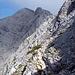 Nach knapp 2h komme ich auf dem SO-Grat an, von wo man den Gipfel zum erstenmal sieht; nur noch etwa 100Hm höher. Der gute Weg (T2) verläuft in der SW-Flanke unterhalb des Grates.