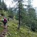 Das Gewitter war dann nur ein kurzer Regenschauer. Also habe ich mich schnell an den Abstieg auf der anderen Seite des Bergstocks gemacht, Richtung Johnsbach.