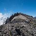 Blick zum Gipfelkreuz bei einem kleinen Spaziergang auf die andere Seite hinab
