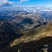 Sicht nach Andermatt vom Tuma sowie weiter hinten in die Berner und Zentralschweizer Alpen
