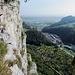 Blick entlang der senkrechten Felswand nach Oensingen.