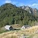 Alpe Pii 1607 m, die linke Hütte ist ein Biwak
