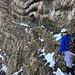 [u 3614adrian]: Bereits beim Ausstieg der Würmer. Hier kurz entlang schmaler Gesimse bis man links auf das breite Schuttband absteigen kann. (Foto: Mats)