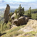 Im Südhang bei etwa P2000 stehen mehrere auffällige Felsformationen.