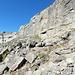 Der erste Felsriegel mit einer leichten Kletterstufe.