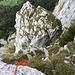 von links unten kommt man hoch und steigt vor diesem Felsblock hoch