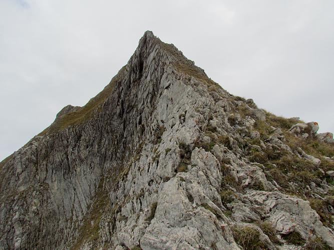 Ein Bild, das Berg, Natur, Himmel, draußen enthält.  Automatisch generierte Beschreibung