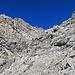 hier geht der Normalweg links durch den Felseinschnitt hinauf