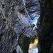 schmale, enge Tiefblicke II beim Abstieg in die Viamala-Schlucht