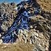 Sulla cresta: a sinistra il precipizio verso la Buca del Cacciatore