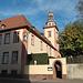 Am Stadtpark in Bensheim liegt der Rodensteiner Hof, ein alter Adelshof, der unter Denkmalschutz steht