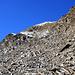 La corniche qu'il faudra utiliser pour rejoindre la crête N du Ritzberge. Une fois la crête rejointe, on franchit un passage délicat de quelques mètres dans les gazons raides.