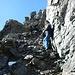 Corinne im Aufstieg zum Südgipfel (auf dem guten Band)