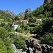 Im Tal erreichen wir endlich das Dorf Fajã dos Cardos. Dank intensivem Fahrplanstudium können wir tatsächlich von hier aus mit dem Bus nach Funchal zurückkehren
