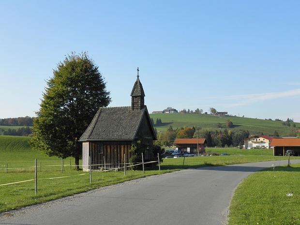 Hölzerne Kapelle bei Gschwendt