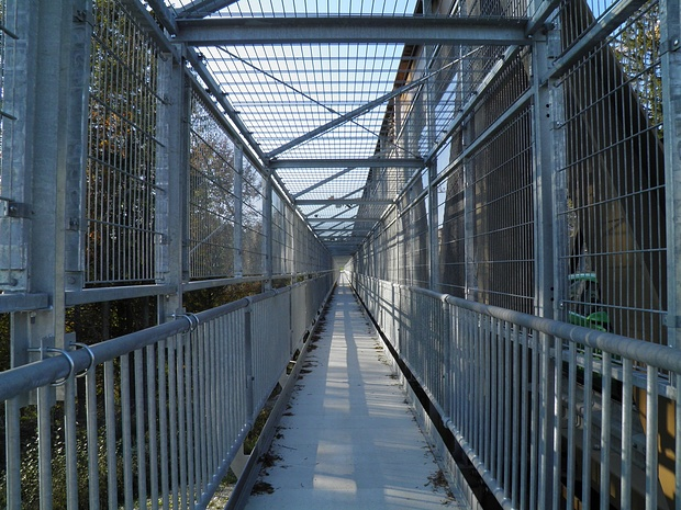 Ein unendlich langer Weg ins Gefängnis?Nein, nur der Fußgängerweg über die Echelsbacher Brücke