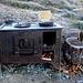 Am Wegesrand : ein uralter Ofen, laut Infotafel unbekannter Herkunft, womöglich aus alten Biwakierzeiten stammend oder aber einst aus der Hütte ausrangiert...