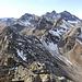 Blick von der Vorderen Lobspitze auf die Mittlere (links). Sieht ziemlich übel aus. :-) Rechts unten unser Abstiegs-Schuttfeld.