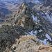 Blick zur Mittleren Lobspitze (fast verdeckt von einem namenlosen Zwischengipfel). Die Kletterei am Grat ist schwierig, immer wieder heisst es ausweichen und entscheiden was wir uns klettertechnisch zumuten können, und wo besser eine Alternative gesucht wird...